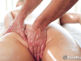 Blonde came to massage saloon and got passionately fucked