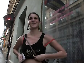 Amateur blowjob from the bitch paid in the streets