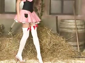 Skinny teen chick hotly poses in the barn