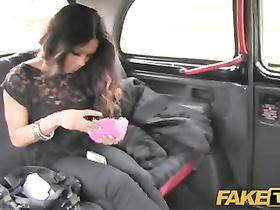 Ebony gal Kiki Minaj shares her chocolate cunt